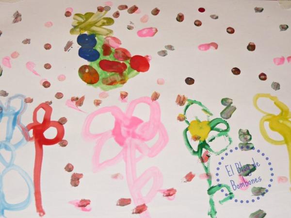 Flores pintadas con bastoncillos de algodón