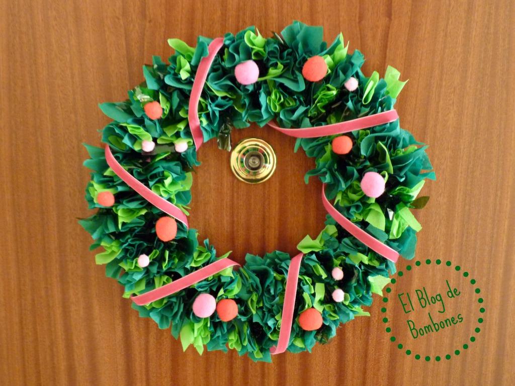 Como hacer una corona de navidad con los m s peque os el - Coronas de navidad para puertas ...