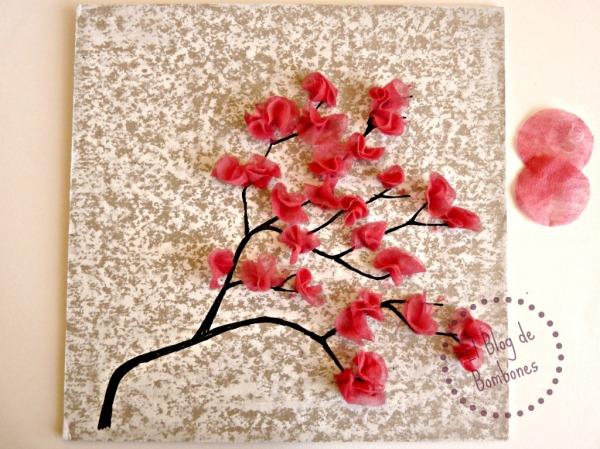 Cerezo en flor con papel de seda
