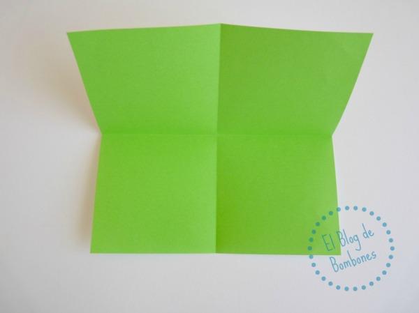 Mariposa de papiroflexia Paso 2