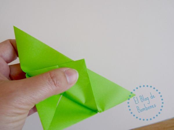 Mariposa de papiroflexia Paso 8